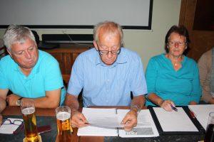Obmann Hubert Gstach mit Waltraud und Cebi